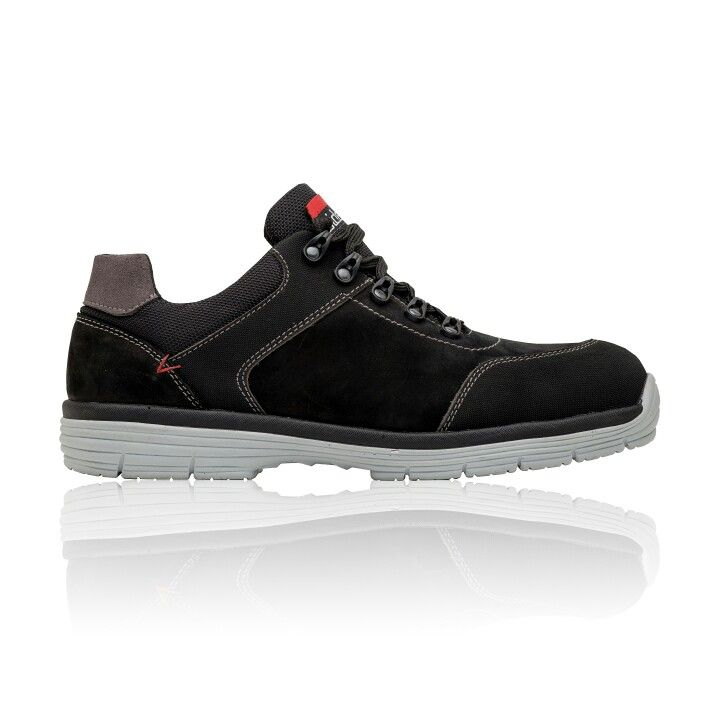 Safety shoe  Chaves S3 and SRC - Pure comfort