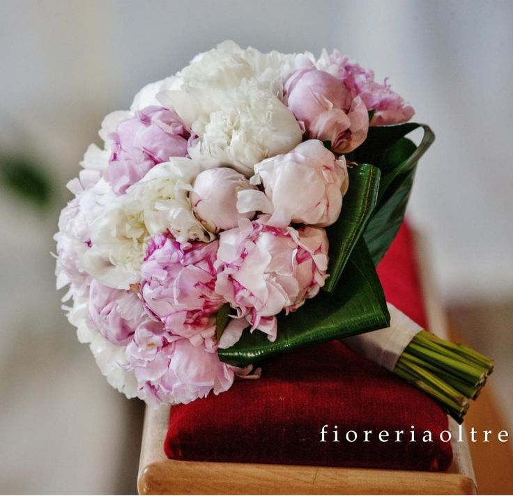 Fioreria Oltre/ Bridal bouquet/ White and pink peonies