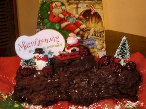 Bûche chocolat-framboises : Recette de Bûche chocolat-framboises - Marmiton