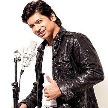 Shaan gave his voice in Uttam Akash's 'Chitagaianga Pola Noakhailya Maiya' @singer_shaan #shaan #dhallywood #dhallywood2017 #dhallywoodworld #dhallywoodactor #dhallywoodnews #dhallywoodactress #bangladeshi #bangladeshigirl #bangladeshiactor #bangladeshfilmindustry