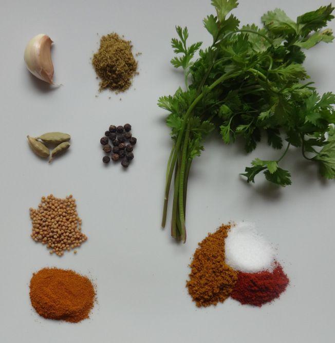 Pollo en Curry Tailandes, Leche de Coco, Pimientos y Cilantro aventado.