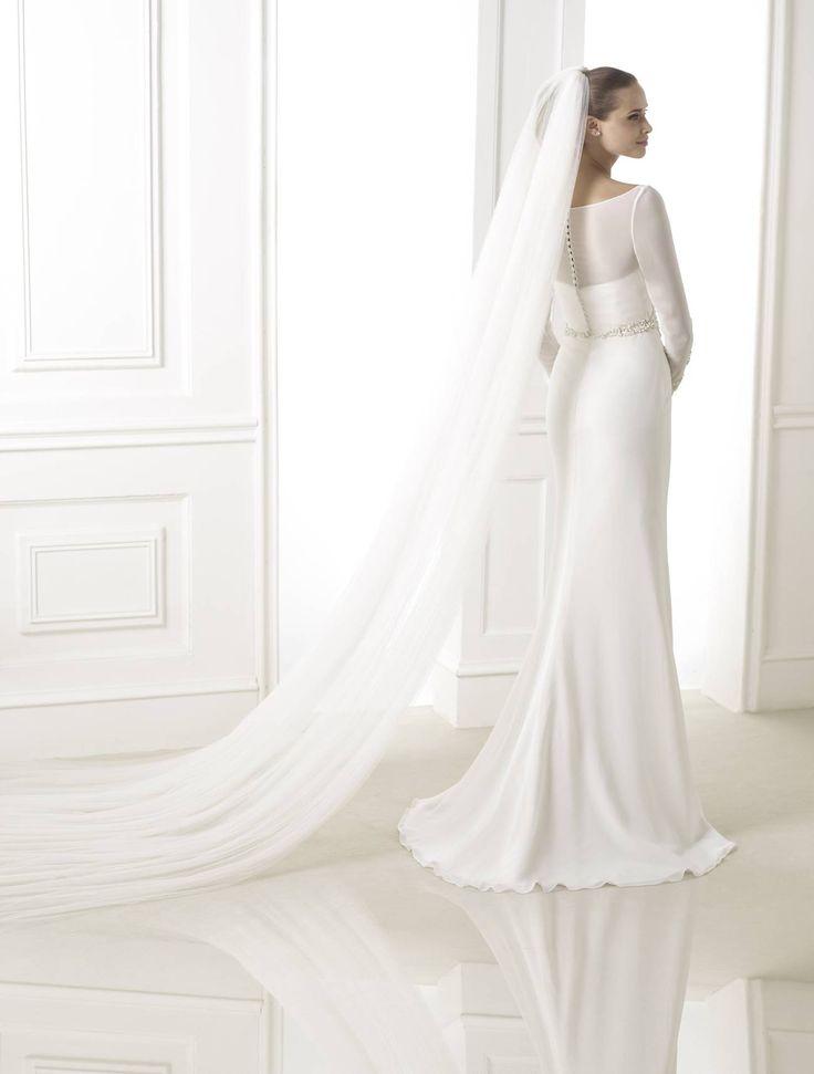 Blasina esküvői ruha http://lamariee.hu/eskuvoi-ruha/pronovias-pre-collection-2015/blasina
