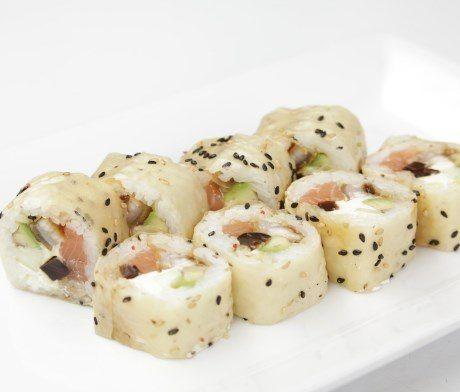 Йоко http://osava.com.ua/item/yoko#.U5A6fSj5PRY  Угорь , семга , сыр филадельфия , авокадо , огурец , грибы Шиитаке маринованные .  109 грн/280 г