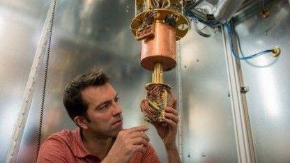 Das Rechnen mit Quantenzuständen sollte zuerst ein Problem der Physiker lösen: die seltsame Welt der Quanten zu simulieren. Und vielleicht ist es auch nur