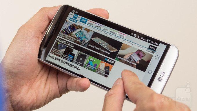 Η LG δείχνει τι μπορεί να κάνει η 18:9 οθόνη τηλεφώνου της - http://secnews.gr/?p=154152 -   Γνωρίζουμε ήδη ότι τα επερχόμενα βασικά μοντέλα G6 της LG θα έχουν μία τεράστια, 18: 9, 2,880x1,440 pixel οθόνη. Αλλά τι κερδίζουν πραγματικά οι χρήστες από αυτή την ασυνήθιστη αναλογία;  Η απάντηση εί�