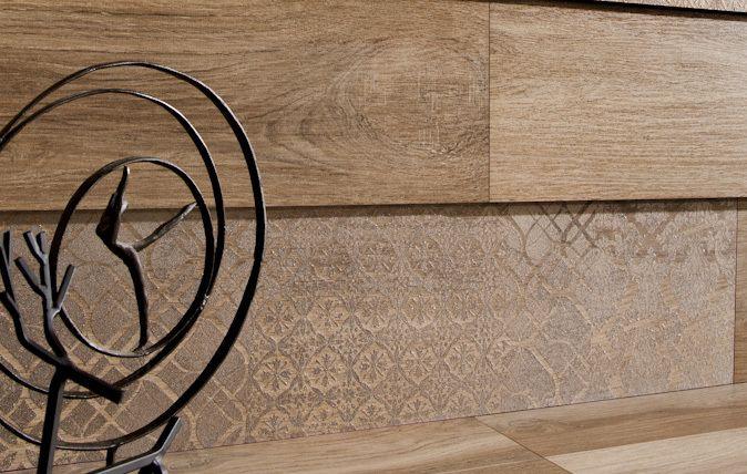 Teraz aranżując kuchnię czy salon otrzymasz gwarancję funkcjonalości z zachowaniem walorów estetycznych, ciepła dewnianej podłogi. Najwyższa jakość druku cyfrowego nie pozostawia żadnych wątpliwości co do słuszności wyboru. Wiernie odtworzony rysunek drewna w czterech wariantach kolorystycznych, łącznie ze strukturą drewnianych desek daje poczucie spełnionych marzeń o ekskluzywnym wnętrzu.      https://www.facebook.com/CeramikaParadyz/