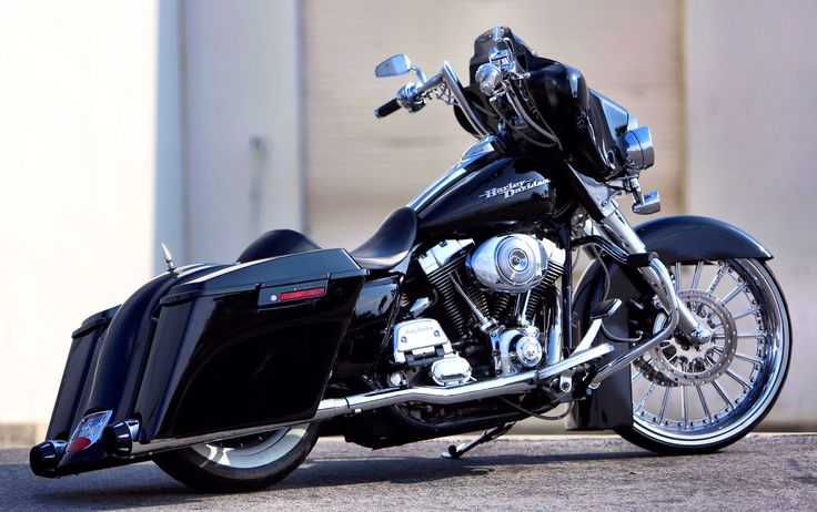 Customer ride: streetglide with some mods.