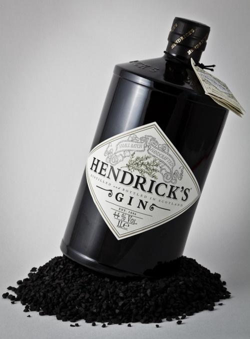 ¿Has probado nuestro Especial Hendrick's? Sorpréndelas con este Gin Tonic Premium :)