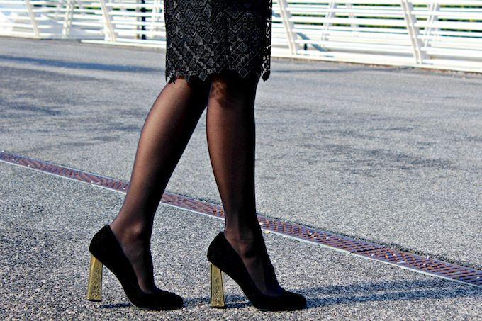 4decollete-con-tacco-dorato #black #pantyhose #heels #blogger
