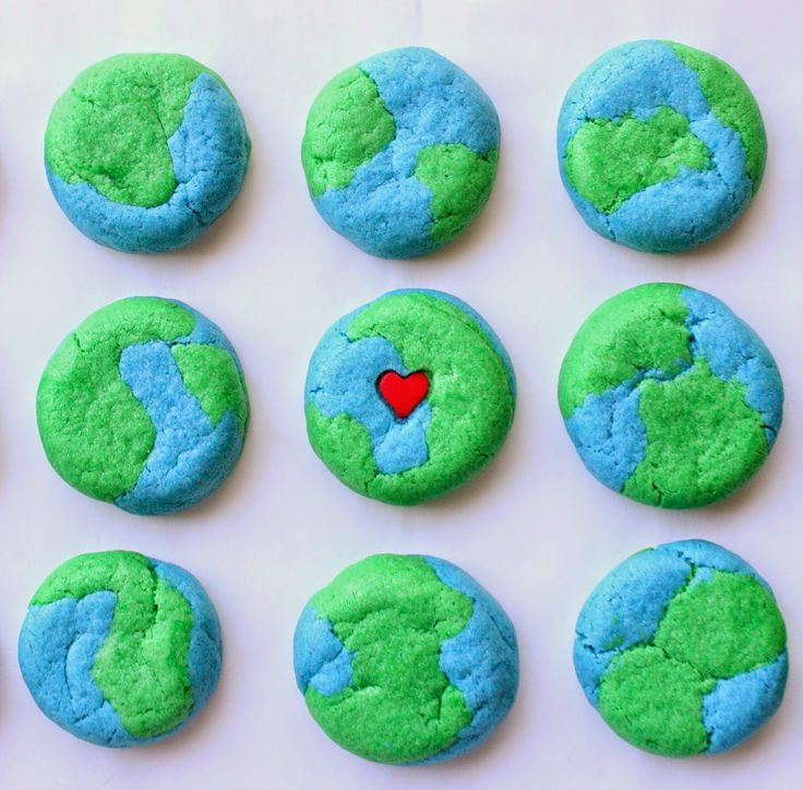 Earth Day Cookies by Munchkin Munchies.