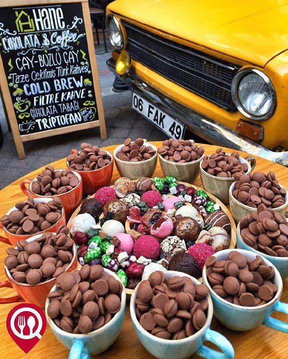 """El Yapımı Çikolatalar - Hane Çikolata & Kahve / #İstanbul ( #Kadıköy - Moda Migros 5 Dükkan Yanı )  Çalışma Saatleri 11:00-23:00  0 532 627 61 21   9 TL / 100 gr. Alkolsüz Mekan  Paket Servis Yok  Açık Alan Var  Otopark Vale Parking Yok  Sodexo Ticket Multinet Yok DAHA FAZLASI İÇİN #YOUTUBE """"YEMEK NEREDE YENiR"""" TAKİP ET..."""