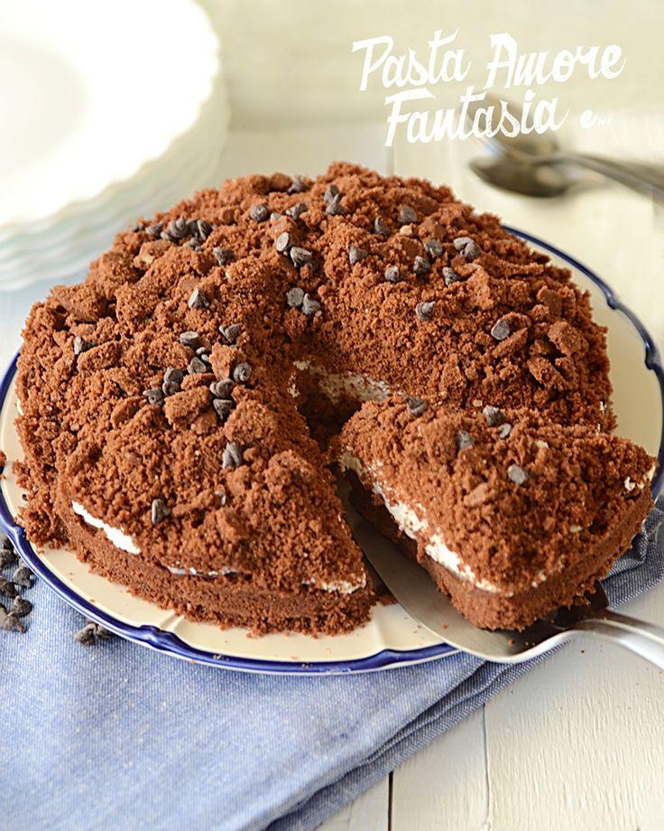 Ciao a tutti! Oggi vi propongo un Crumble di Nutella e Panna senza cottura. Un dolce molto veloce e pratico da preparare e soprattutto da proporre in quell