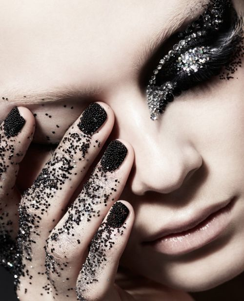 Makeup by Loni Baur #black #glitter