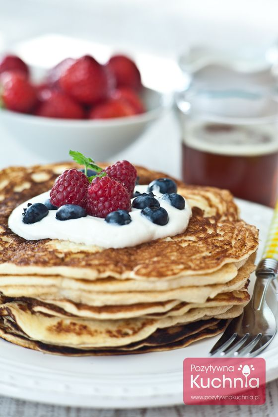 #Pancakes czyli #nalesniki amerykańskie, grube, z dodatkiem jogurtu i owoców.  http://pozytywnakuchnia.pl/pancakes/  #przepis #deser #sniadanie