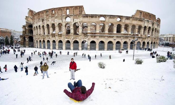 Colosseo - Snow in Rome