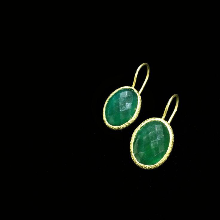Barney Barnato Gemstones Collection: Simple but with stunning shades of green... Green Onyx Goldplated Silver Earrings Sencillos pero con impresionantes tonos de verde... Pendientes de Ónix Verde en Plata Dorada #BarneyBarnato #Gemstones