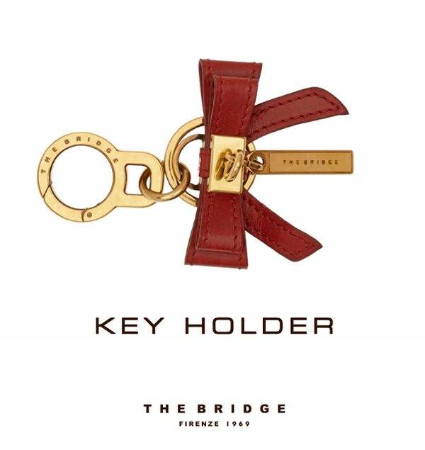 Christmas gift idea: elegant and original, this Key Holder in metal and leather makes a perfect Christmas gift.  http://shop.thebridge.it/en-gb/catalog/detail/key-holder/09162501?ic=wst4nQ%3D%3D
