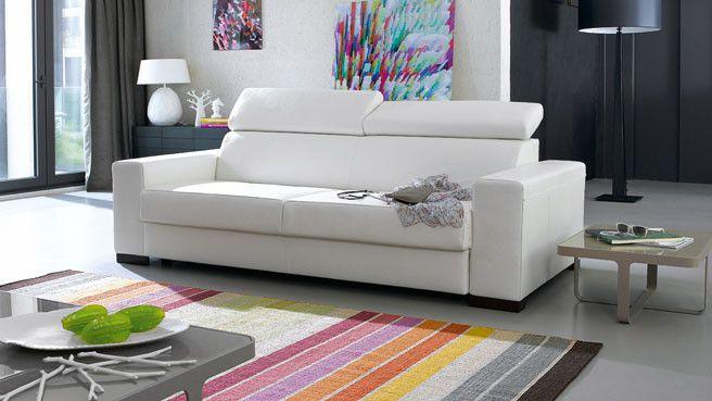 Et si l'on changeait des traditionnelles couleurs de canapés noirs et marrons au profit d'une couleur plus inattendue comme le blanc ?  Si à premiè...