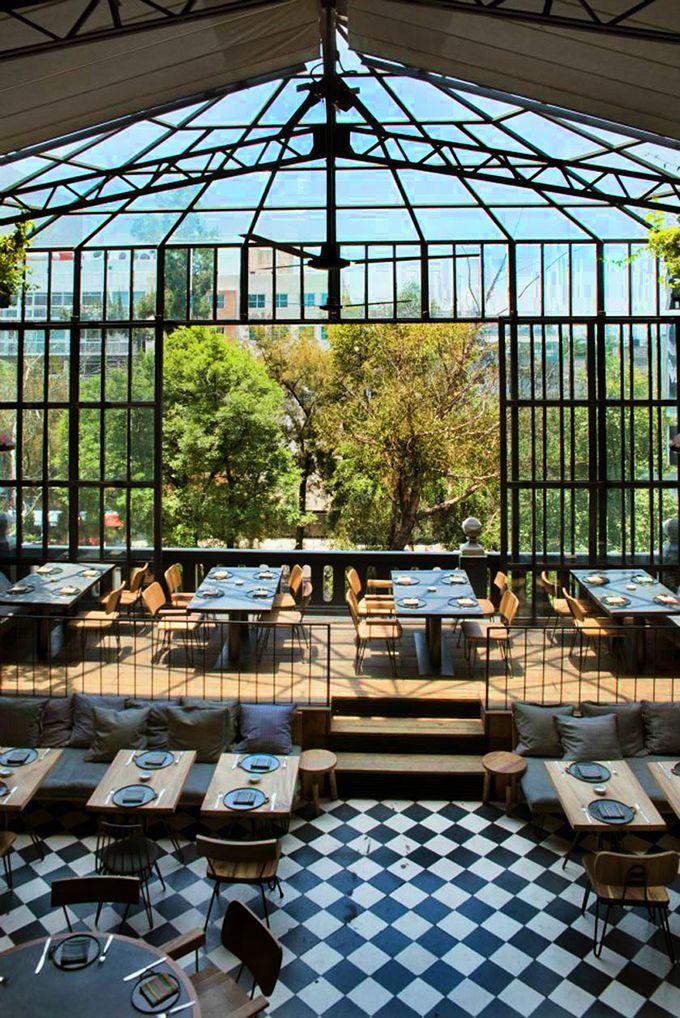 Se trata de un restaurante en la Ciudad de México . Es muy moderno . Se encuentra en la ciudad y un lugar agradable para visitar . Es muy caro