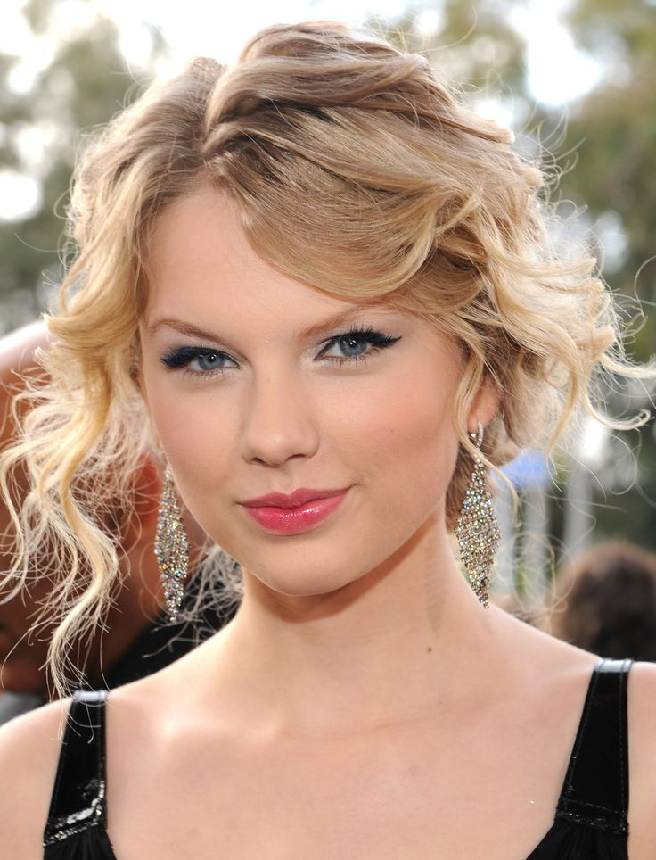 25 times taylor swift had the same 5 hairstyles february