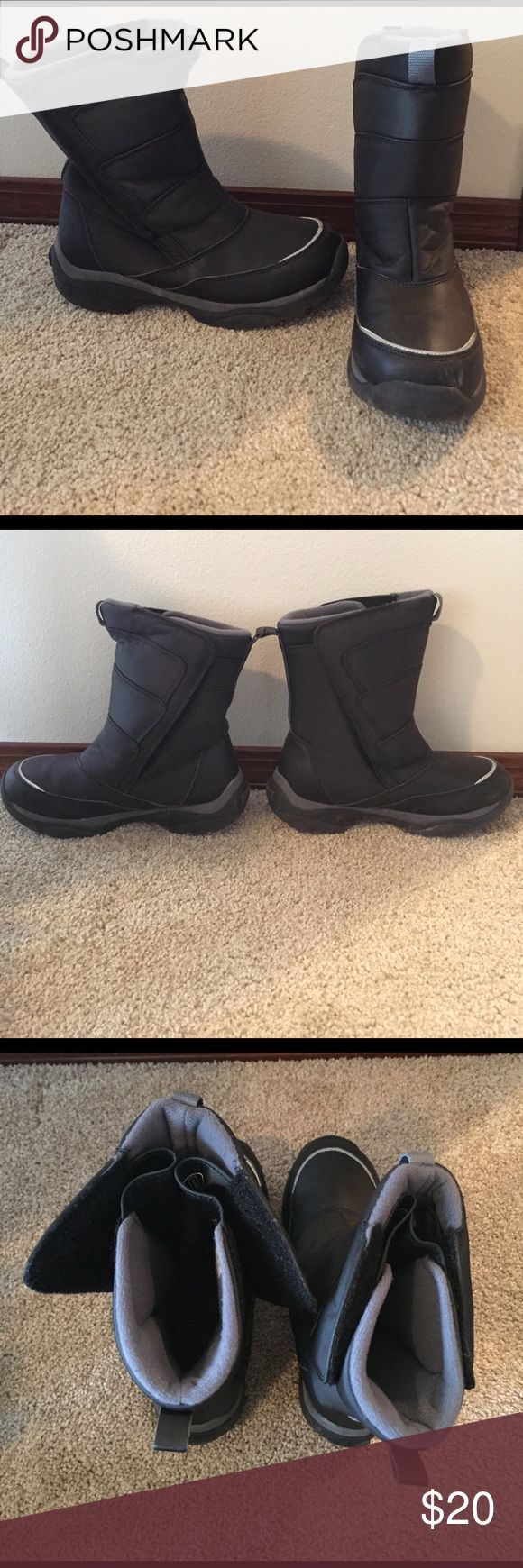 ❄️END OF SEASON SALE ❄️ Lands End Kids Snow Boots Lands End kids snow boots in excellent used condition. Features Velcro closures on each side, reflective tape, an interior name label, and solid tread. Lands' End Shoes Rain & Snow Boots