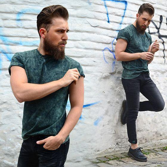 Primark T Shirt, Rumjungle Jeans, Dr. Martens Shoes