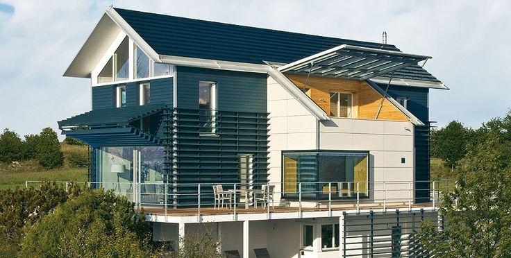 Фасад пестрого цвета в современном стиле со ставнями