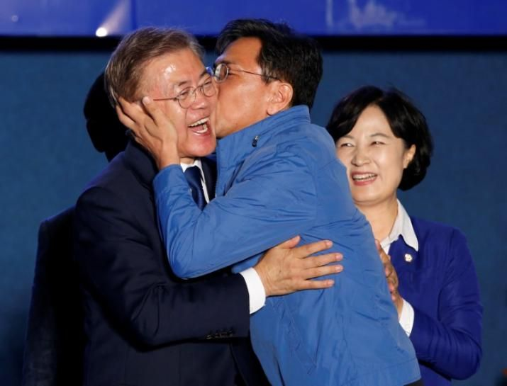 South Korea president winner Moon vows to unify bruised country | Reuters