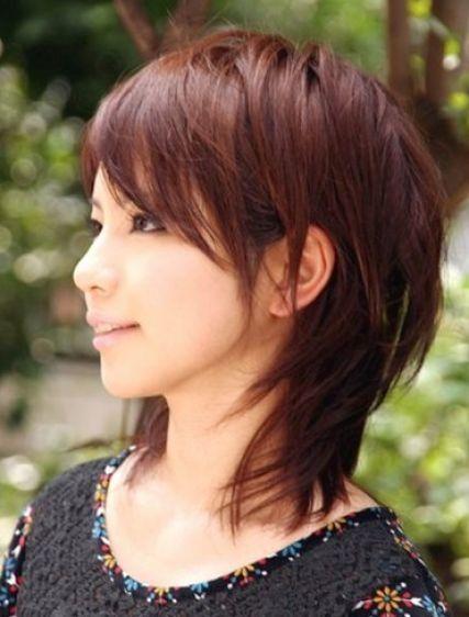 11 Hübsche Mittellange Layered Haarschnitte für Frauen