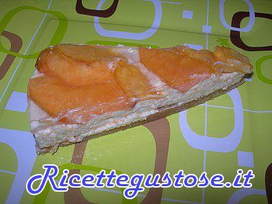 Cheesecake alle pesche e yogurt greco - http://www.ricettegustose.it/Semifreddi_e_gelati_1_html/Cheesecake_alle_pesche_e_yogurt_greco.html