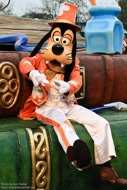 Goofy Disney's Once Upon a Dream Parade