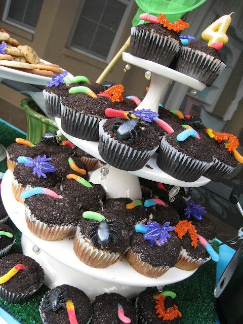 bug cupcakes.. Would be awesome for halloween