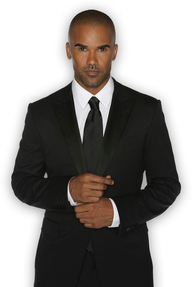 Ladies, Shemar Moore.  He looks just as hot in a suit as he does shirtless!  Damn.