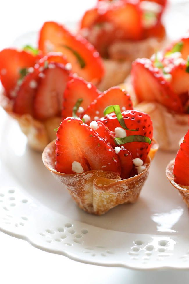 Strawberry Wonton Cups - These elegant wonton cups come together so quickly and easily, and you can even make them ahead of time. Perfect for Valentine's Day! @damndeliciousDesserts Recipe, Valentine'S Day, Baby Cake, Sweets Treats, Wontons Cups, Food, Elegant Wontons, Appetizers, Strawberries Wontons