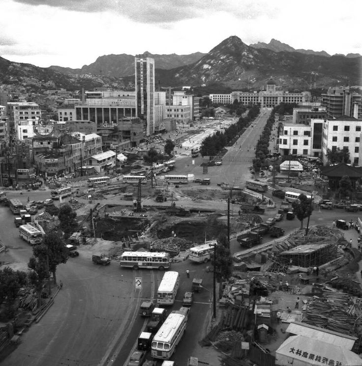 Seoul:  Gwanghwamun underground crossing under construction, 1966.  1966년 광화문지하도 건설현장.