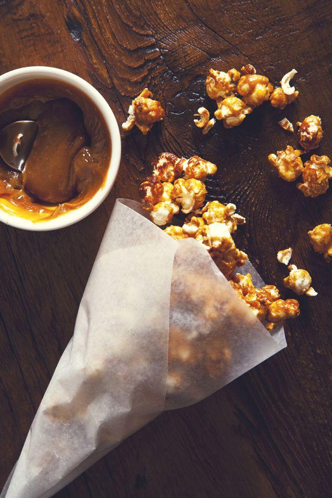 The Best (Easy!) Vegan Salted Caramel Popcorn | picklesnhoney.com