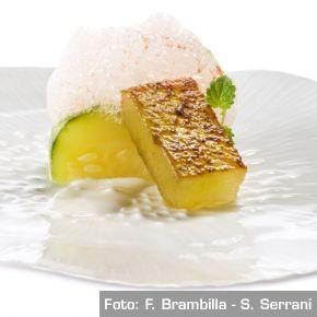 A modo dell'insalata…  Cetriolo in acqua di pomodoro, anguria saltata e menta al kefir, cardamomo e ananas. Chef Josean Martinez Alija  http://www.identitagolose.it/sito/it/ricette.php?id_cat=12&id_art=958