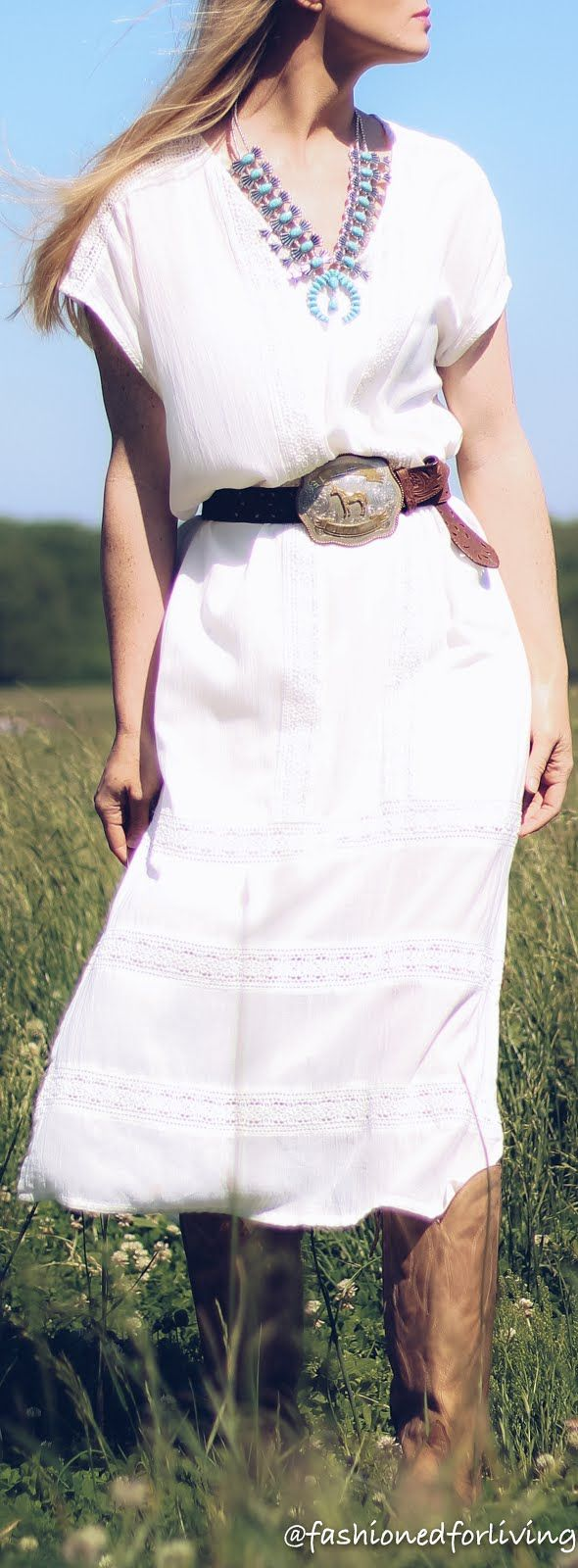 Summer cowboy boots outfit. Women's tony lama boots.