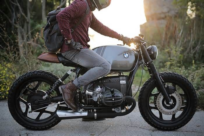 BMW R80RT by VR Motorcycles Ironically, it wouldn't be until Mark first got knee deep in the project that the idea of a custom workshop came to mind – now dubbed Vintage Room Motorcycles. So, beginning with the motor, Mark decided to undertake the dubious task of rebuilding the ...