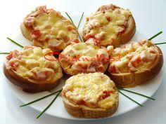 Горячие бутерброды с ветчиной, сыром и помидорами