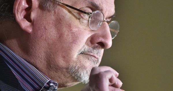 Salman Rushdie défend la liberté d'expression « absolue » de « Charlie Hebdo » #société #politique #libertédexpression #liberté #humour #satire #parodie #blaspheme #art #résistance #barbarie #fanatisme #terrorisme #intolérance #charliehebdo
