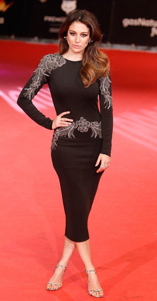 Blanca Suárez, espectacular con un vestido midi con aplicaciones en plata.
