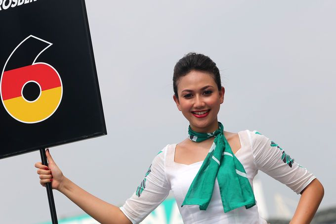 Nothing sets a track on fire like a HOT Formula One Grid Girl to strike the match! #SidewaysDrivingClub #HK