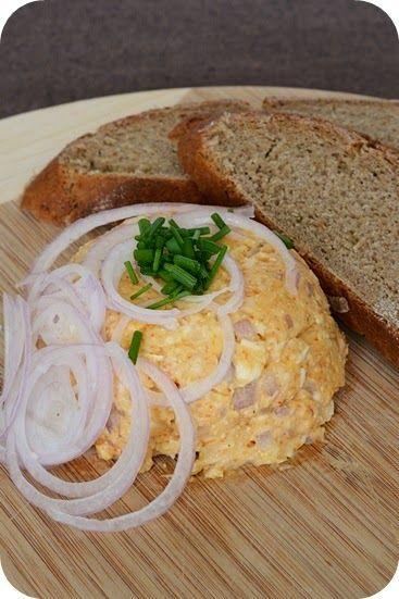 Neulich hatten meine bessere Hälfte und ich ein richtig schön bayrisches Mittagessen: Grießnockerlsupp'n, selbstgeback'nes Brot und an Obat...