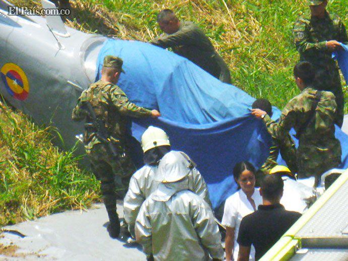 Accidente de avioneta en base aérea de Cali dejó dos tripulantes muertos  La avioneta se estrelló al interior de la escuela de aviación Marco Fidel Suarez, al oriente de Cali.