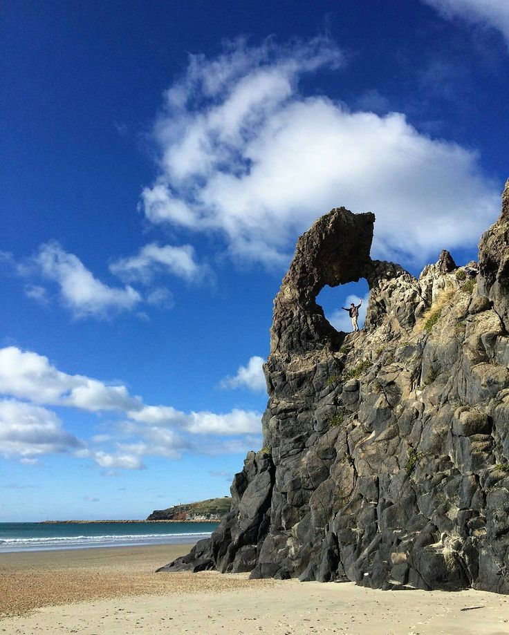Keyhole Rock, Aramoana, Dunedin, New Zealand by @port_chalmers