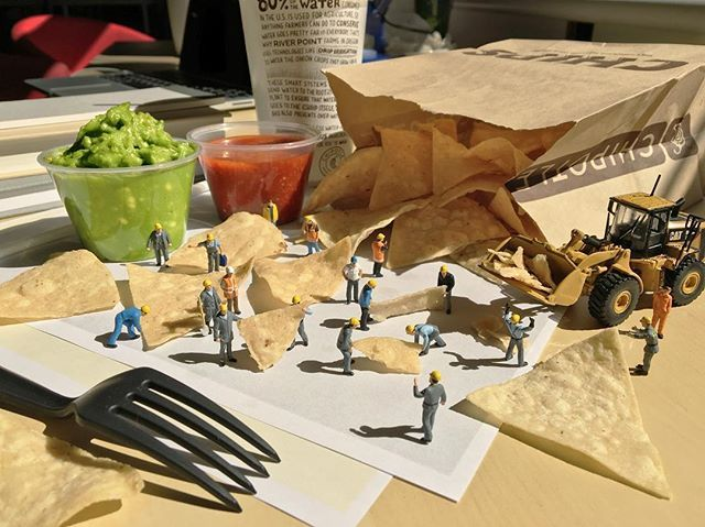 We have mastered the routine of quickly transforming our desk from dining table back to work station after lunch My third photo for @chipotlemexicangrill ! #miniature #agencylife #adagency #sponsored #lunch #lunchtime #work #desk #job #chips #guac #office #ミニチュア #salsa #workstation #construction #FigurativelySpeaking # #