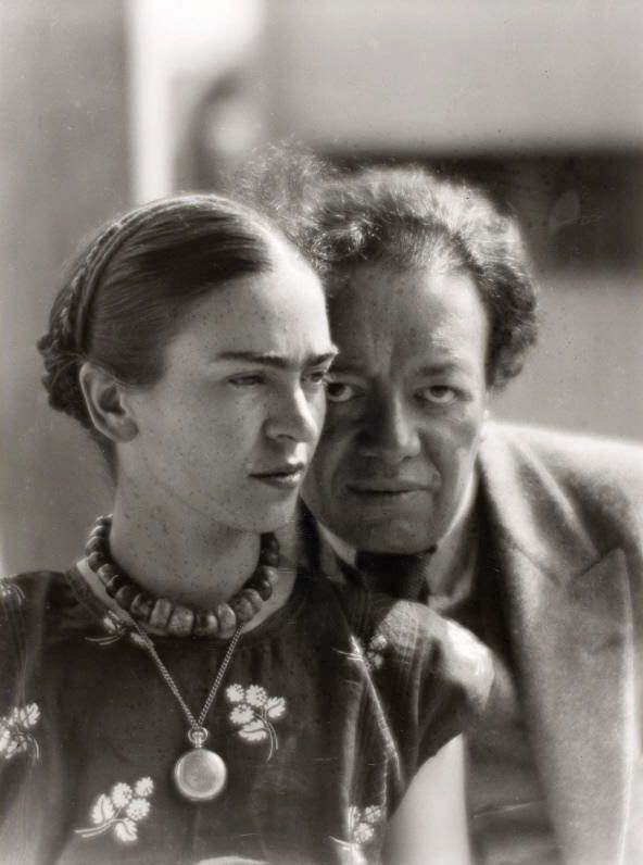 Frida Kahlo y Diego Rivera. (By Martin Munkacsi).