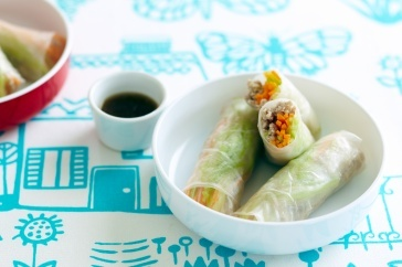 These rice paper rolls tick the FODMAPS box. Oh, and they're delicious and easy to make, too.