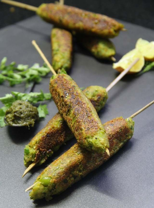 hare bhare seekh, indian snack, kakabs, vegetarian seekh, indian party recipe, green peas and soy granules kababs, vegetarina cutlets, indian starters, starter recipe, vegetarian